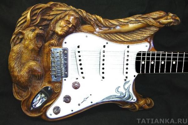 Самодельные гитары из дерева, причем резные